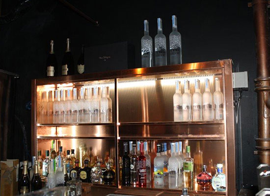 Exceptionnel Refrigerated Copper Bar Display